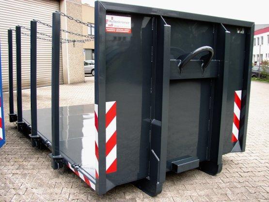Abroll-Container-Plattform mit seitlichen Steckrungen für den Holztransport