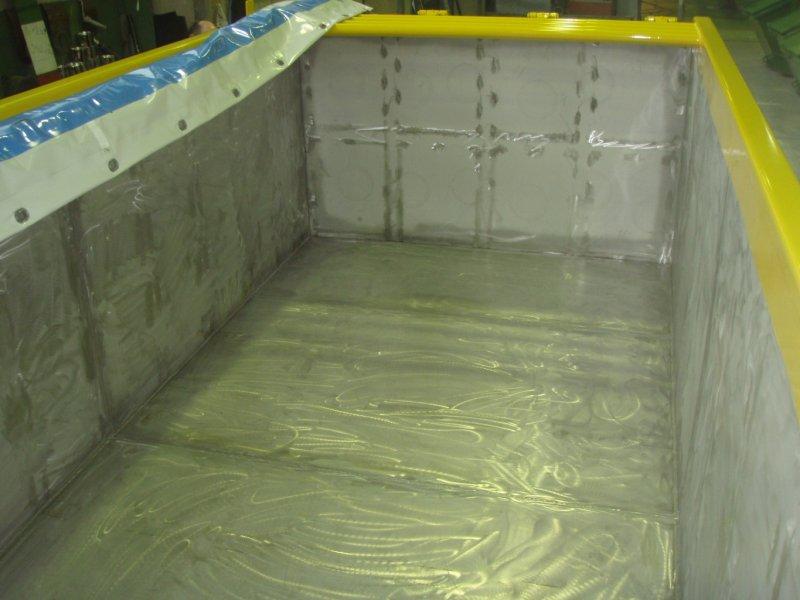 Edelstahl Abroll-Container mit flüssigkeitsdichter Entleerungsklappe