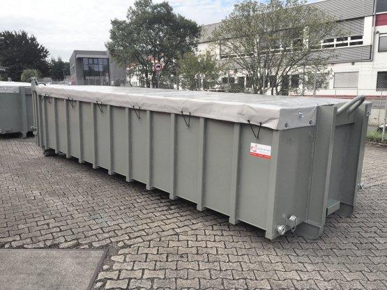 Entwässerungs-Abrollcontainer mit Lochblechen und Roll-Planenabdeckung