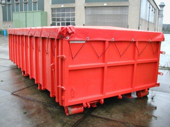 Abrollcontainer mit Roll-Längsplanenabdeckung