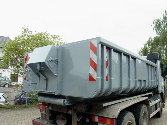 Offener Asphalt-Abroll-Container, Inhalt ca. 11 m³, mit Schieber und klappbarer Schurre
