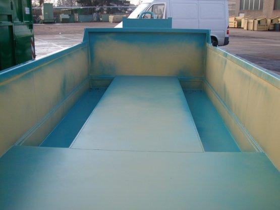 Offener Abroll-Container zum abgesenkten Baggertransport