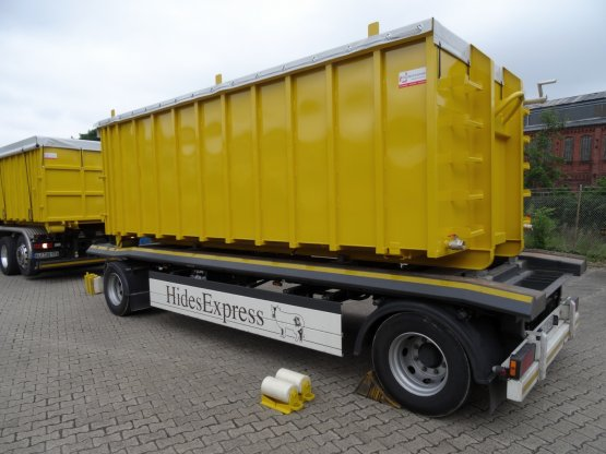 Offener Abroll-Container aus Edelstahlblechen mit flüssigkeitsdichter Entleerungsklappe, Inhalt ca. 22,5 m³