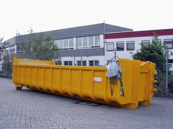 Abrollcontainer mit drahtseilgeführter Planenabdeckung