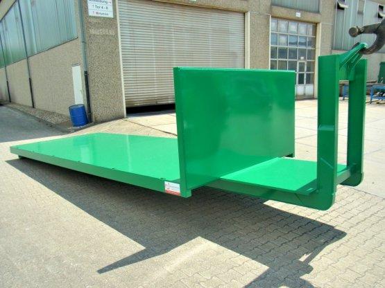 Abroll-Container-Plattform mit stirnseitiger Kranverlängerung