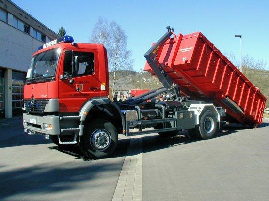 Offener Feuerwehr-Abroll-Container mit dichter Tür, Roll-Planenabdeckung und Aluminium-Auffahrrampen