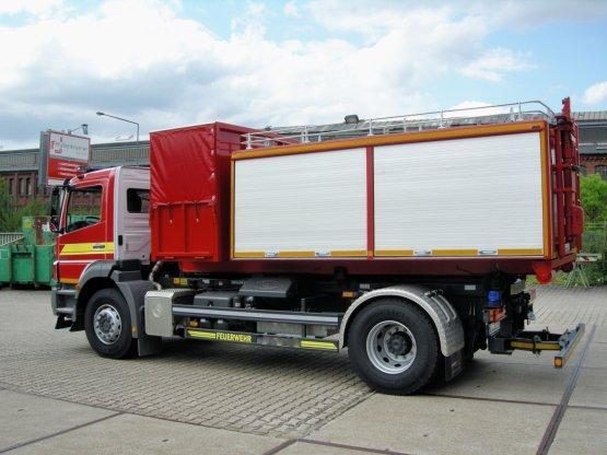 Feuerwehr-Abroll-Container-Unterrahmen mit stirnseitigem Behälteraufbau