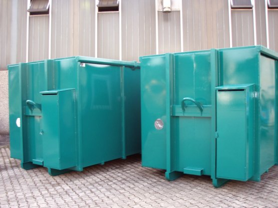 Magazin-Abrollcontainer mit Gasflaschenschrank, Innenausbau, Trennwand, Seitentür und Fenster, Inhalt ca. 32 m³