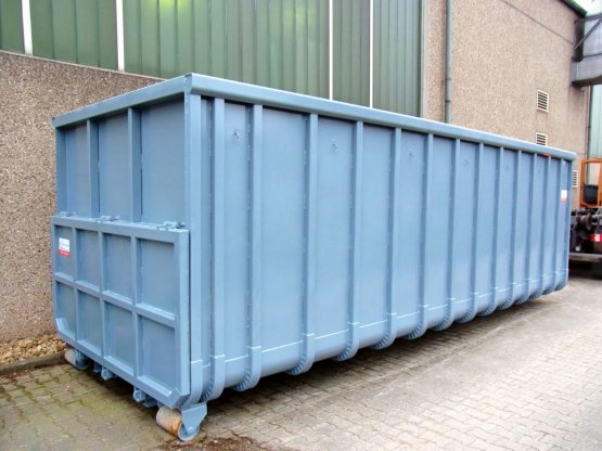 Offener Großcontainer mit Heckklappe, sowie fester Heckwand über der Klappe