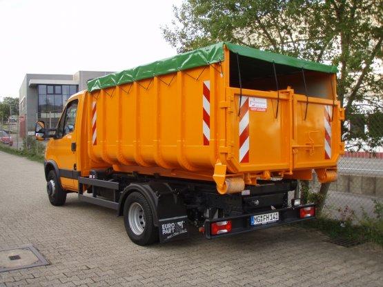 offener City-Container mit Planenabdeckung